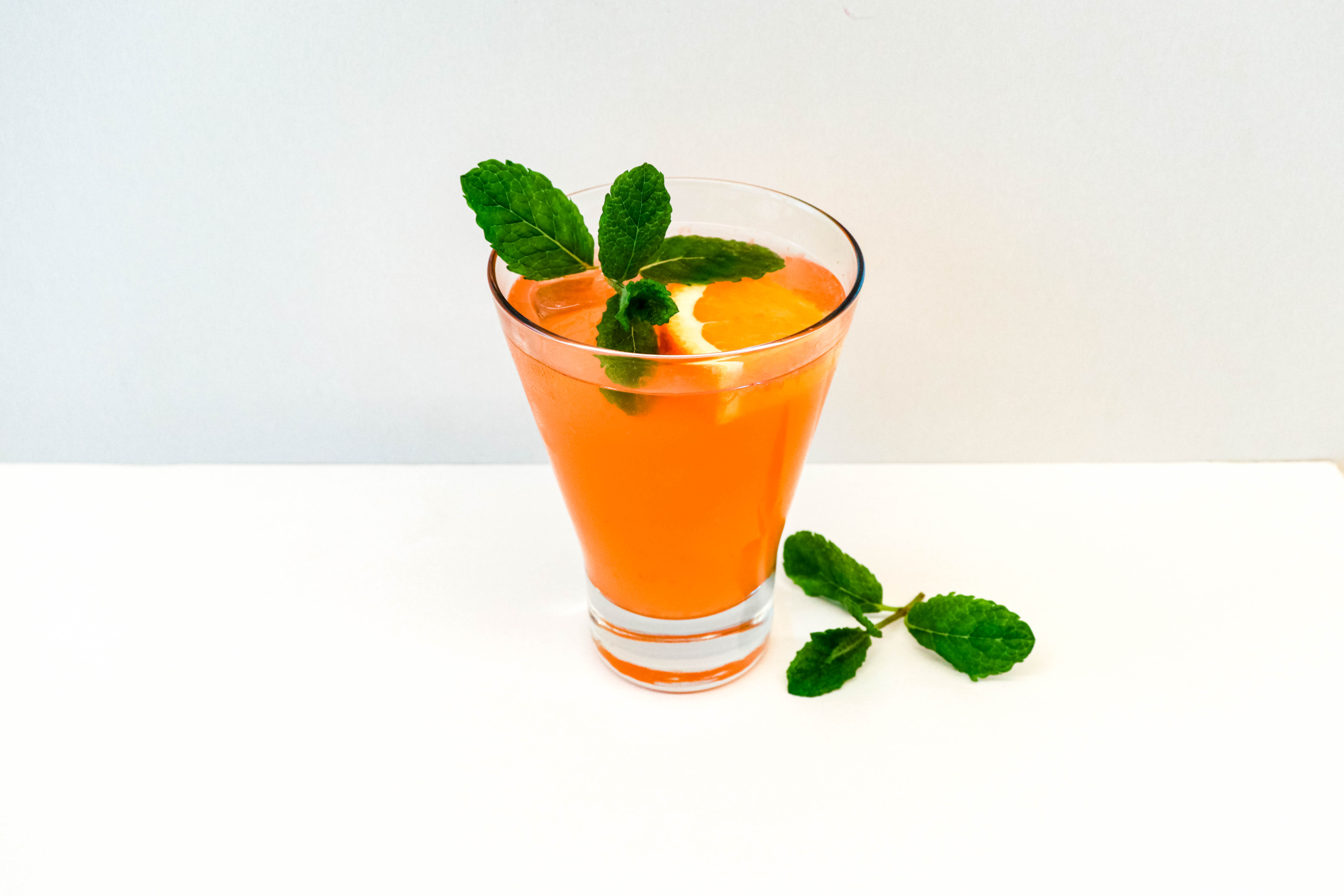The Juicy Group - Pomtonic Mocktail